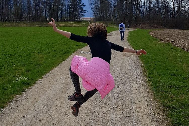 pomlad-previjalna-torba-nahrbtnik-sprehod